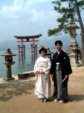 Shinto wedding bride and groom copy.JPG (75793 bytes)